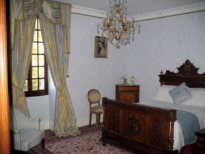 chateau-des-etoiles-bedroom2