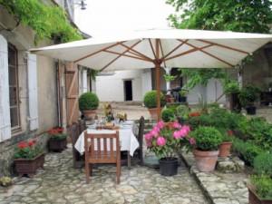 chateau-des-etoiles-patio